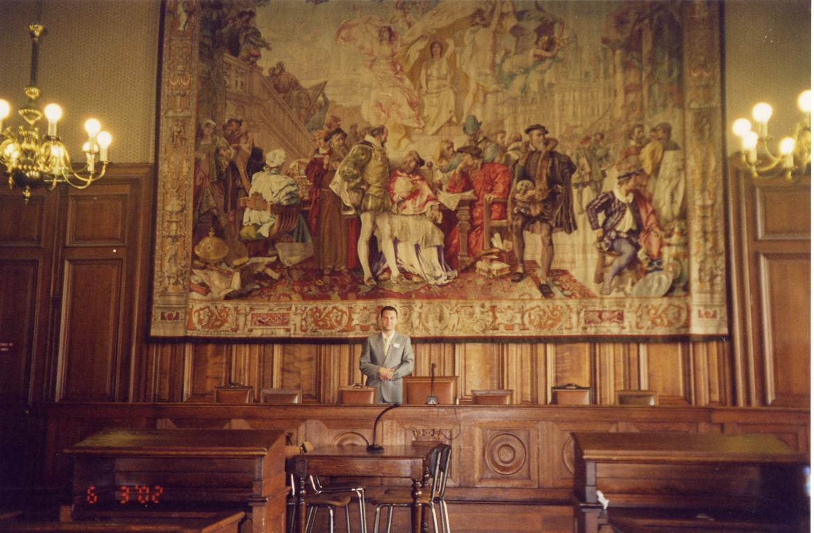 Холмск - Фото - Зал судебных заседаний, Париж-2002.